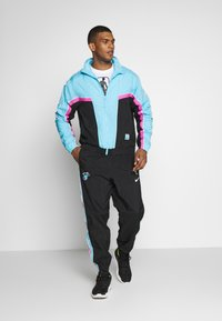 Nike Performance - NBA MIAMI HEAT CITY EDITION  - Dres - black/blue gale/laser fuchsia - 1