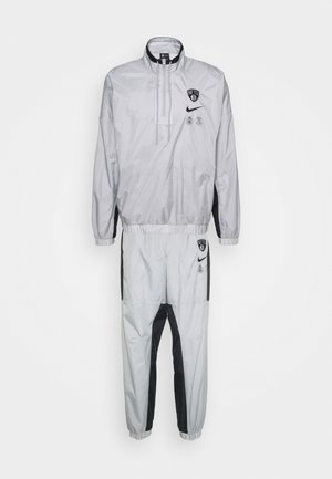 NBA BROOKLYN NETS TRACKSUIT - Artykuły klubowe - silver/black