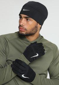 Nike Performance - MEN'S RUN DRY SET - Fingervantar - black/black/silver - 1