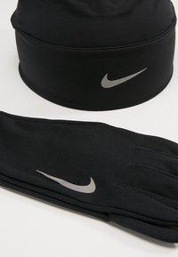 Nike Performance - MEN'S RUN DRY SET - Fingervantar - black/black/silver - 3
