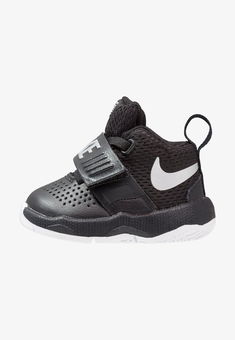 Nike Performance - TEAM HUSTLE D 8 - Basketball shoes - black/metallic silver-white