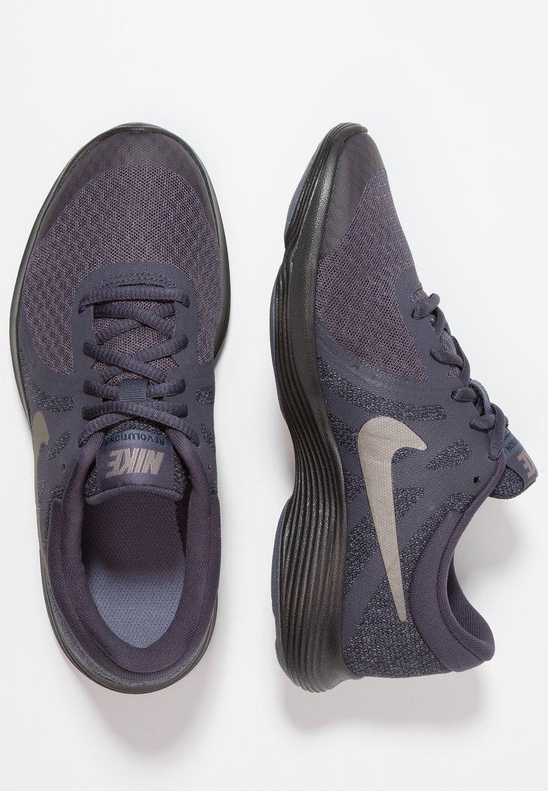 Nike Performance - REVOLUTION 4 - Neutrala löparskor - gridiron/metallic pewter/light carbon/black