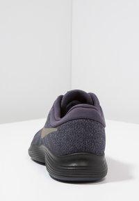 Nike Performance - REVOLUTION 4 - Neutrala löparskor - gridiron/metallic pewter/light carbon/black - 4