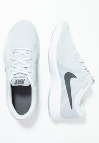 Nike Performance - REVOLUTION 4 - Neutrala löparskor - pure platinum/dark grey/wolf grey/white - 0