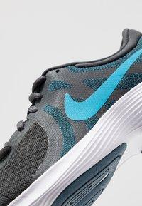 Nike Performance - REVOLUTION 4 - Hardloopschoenen neutraal - off noir/light current blue/blue force/metallic copper - 2