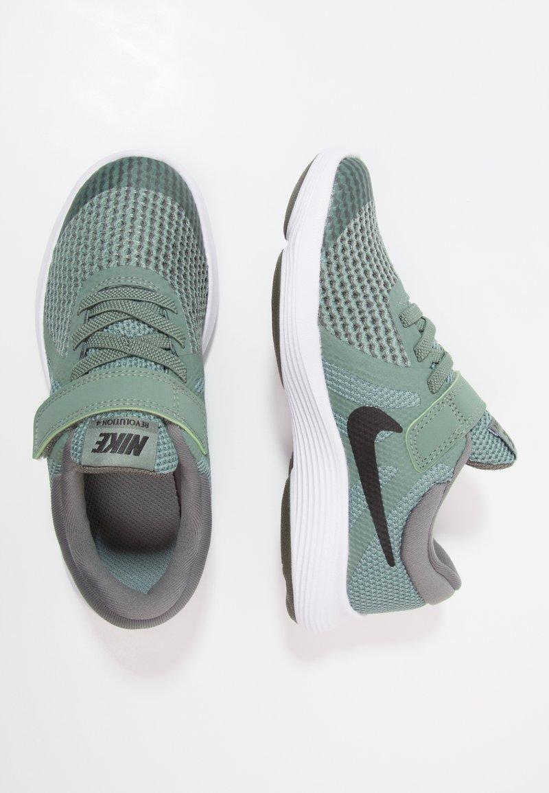 Nike Performance - REVOLUTION 4 - Laufschuh Neutral - clay green/black/river rock/white