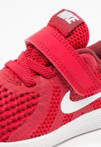 Nike Performance - REVOLUTION 4 - Zapatillas de running neutras - gym red/white/team red/black - 5
