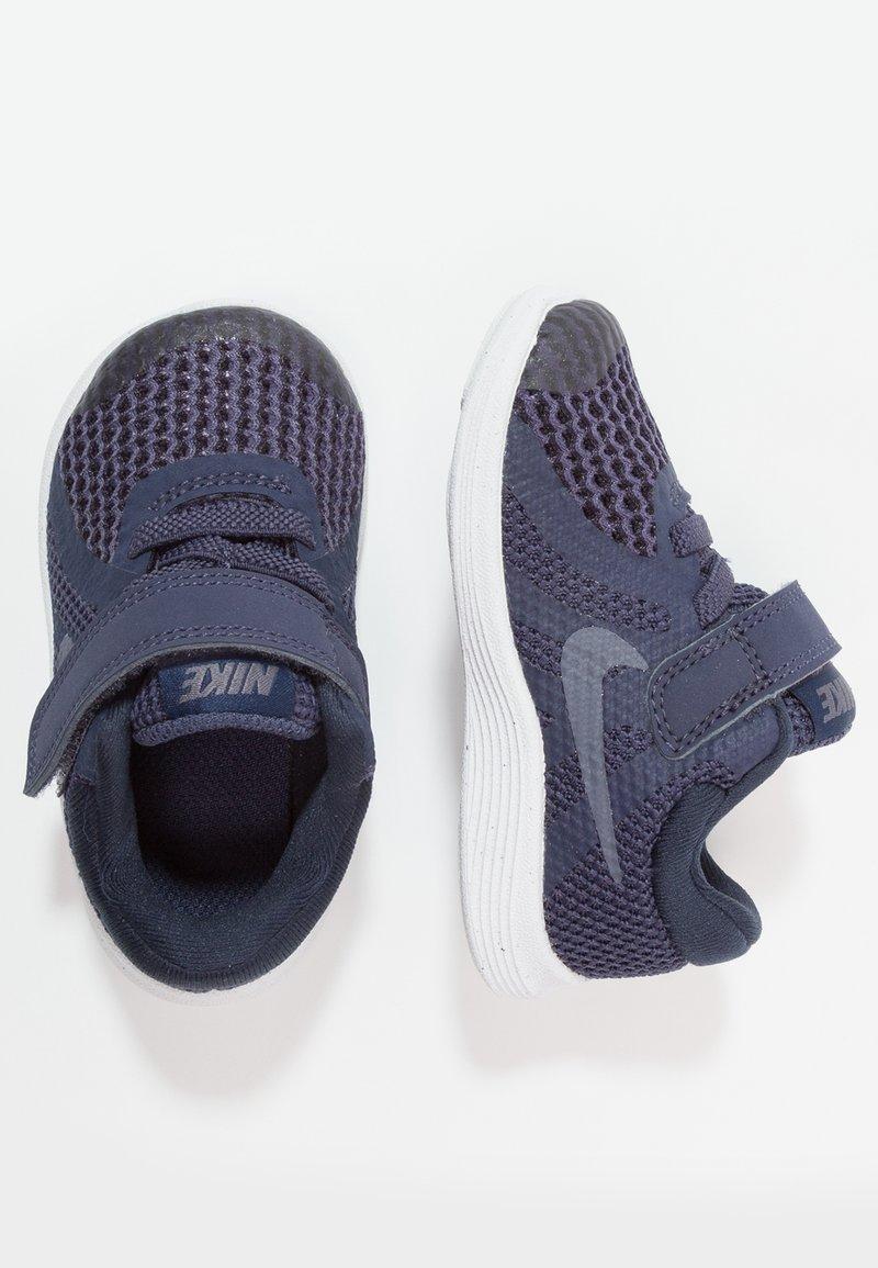 Nike Performance - REVOLUTION 4 - Obuwie do biegania treningowe - neutral indigo/light carbon/obsidian/black/white