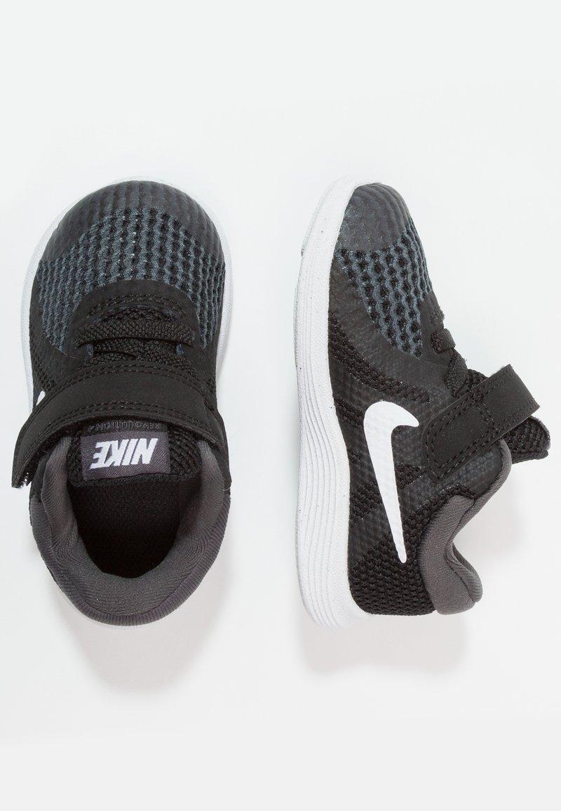 Nike Performance - REVOLUTION 4 - Obuwie do biegania treningowe - black/anthracite/white