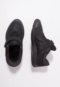Nike Performance - REVOLUTION 4 - Obuwie do biegania treningowe - black - 0