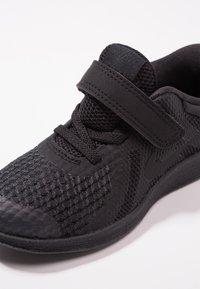 Nike Performance - REVOLUTION 4 - Obuwie do biegania treningowe - black - 2