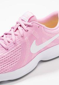 Nike Performance - REVOLUTION 4 - Neutrala löparskor - pink rise/white/pink foam/black - 2