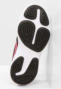 Nike Performance - REVOLUTION 4 - Chaussures de running neutres - black/white/racer pink - 4