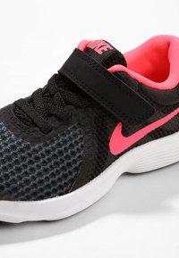 Nike Performance - REVOLUTION 4 - Chaussures de running neutres - black/white/racer pink - 5