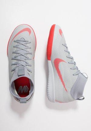 MERCURIAL SUPERFLYX 6 ACADEMY IC - Chaussures de foot en salle - wolf grey/light crimson/pure platinum/metallic silver