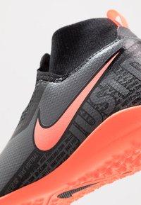 Nike Performance - PHANTOM OBRAX 3 ACADEMY DF TF - Korki Turfy - dark grey/bright mango/black - 2