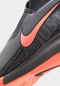 Nike Performance - PHANTOM OBRAX 3 ACADEMY DF IC - Halówki - dark grey/bright mango/black - 2