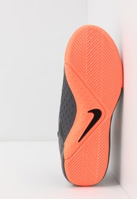 Nike Performance - PHANTOM OBRAX 3 ACADEMY DF IC - Halówki - dark grey/bright mango/black