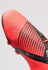 Nike Performance - NIKE JR. PHANTOM ACADEMY FG FUSSBALLSCHUH FÜR NORMALEN RASEN FÜR ÄLTERE KINDER - Voetbalschoenen met kunststof noppen - bright crimson/black/metallic silver - 2