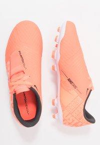 Nike Performance - NIKE JR. PHANTOM ACADEMY FG FUSSBALLSCHUH FÜR NORMALEN RASEN FÜR ÄLTERE KINDER - Voetbalschoenen met kunststof noppen - bright mango/white/orange/anthracite - 0