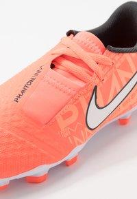 Nike Performance - NIKE JR. PHANTOM ACADEMY FG FUSSBALLSCHUH FÜR NORMALEN RASEN FÜR ÄLTERE KINDER - Voetbalschoenen met kunststof noppen - bright mango/white/orange/anthracite - 2