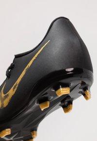 Nike Performance - PHANTOM ACADEMY FG - Voetbalschoenen met kunststof noppen - black/metallic vivid gold - 2