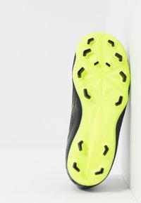 Nike Performance - NIKE JR. PHANTOM ACADEMY FG FUSSBALLSCHUH FÜR NORMALEN RASEN FÜR ÄLTERE KINDER - Botas de fútbol con tacos - black/volt - 5
