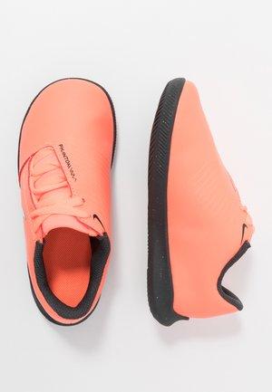 PHANTOM CLUB IC - Chaussures de foot en salle - bright mango/white/anthracite