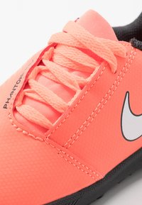 Nike Performance - PHANTOM CLUB TF - Fußballschuh Multinocken - bright mango/white/anthracite - 2