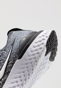 Nike Performance - EPIC REACT FLYKNIT 2 - Chaussures de running neutres - black/white - 2