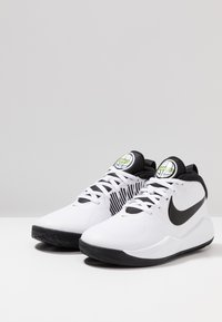 Nike Performance - TEAM HUSTLE D 9 - Basketball shoes - white/black/volt - 3