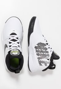 Nike Performance - TEAM HUSTLE D 9 - Basketball shoes - white/black/volt - 0
