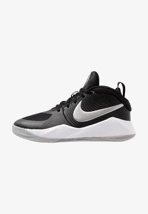 TEAM HUSTLE D 9 - Chaussures de basket - black/metallic silver/wolf grey/white