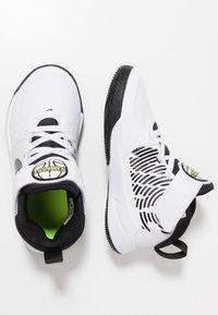 Nike Performance - TEAM HUSTLE 9  - Basketball shoes - white/black/volt - 0