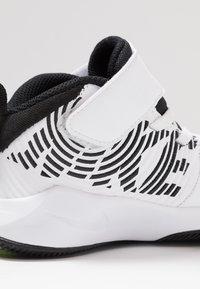 Nike Performance - TEAM HUSTLE 9  - Basketball shoes - white/black/volt - 2