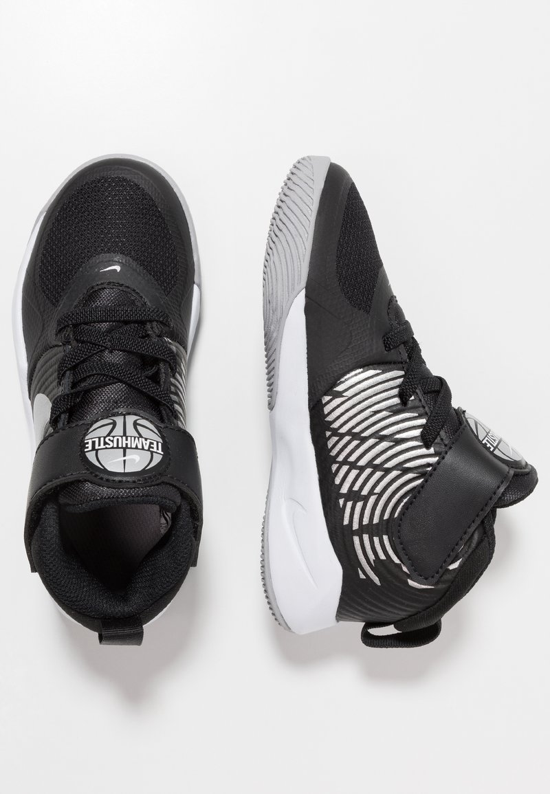 Nike Performance - TEAM HUSTLE 9  - Basketball shoes - black/metallic silver/wolf grey/white