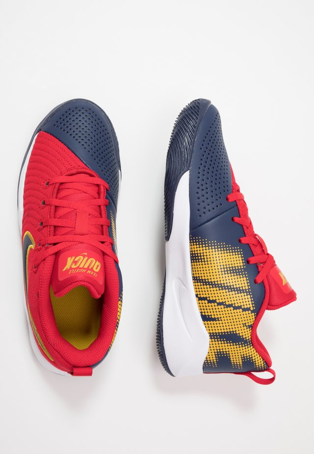 TEAM HUSTLE QUICK 2 - Scarpe da basket - university red/midnight navy