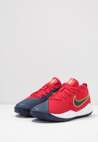 Nike Performance - TEAM HUSTLE QUICK 2 - Basketbalschoenen - university red/midnight navy - 3