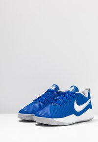 Nike Performance - TEAM HUSTLE QUICK 2 - Basketbalschoenen - game royal/white/wolf grey - 2