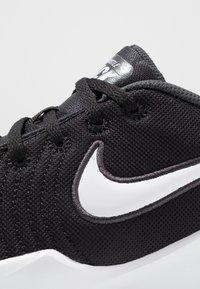 Nike Performance - TEAM HUSTLE QUICK 2 - Basketball shoes - black/white/anthracite/volt - 2