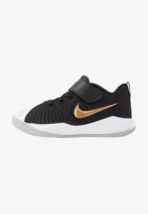 TEAM HUSTLE QUICK 2 - Basketbalové boty - black/metallic gold/light smoke grey/white