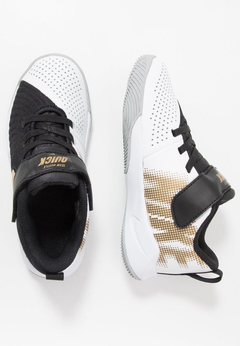Nike Performance - TEAM HUSTLE QUICK 2 - Chaussures de basket - black/metallic gold/light smoke grey/white