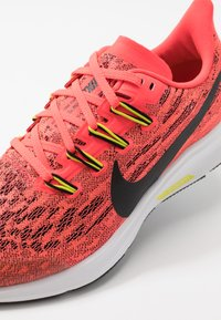 Nike Performance - AIR ZOOM PEGASUS 36 - Hardloopschoenen neutraal - laser crimson/black/bright cactus/white - 2