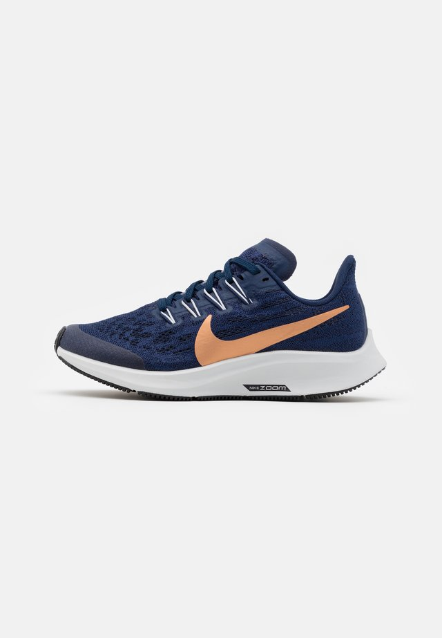 AIR ZOOM PEGASUS 36 UNISEX - Nøytrale løpesko - midnight navy/metallic red bronze/cool grey/dark obsidian