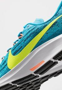 Nike Performance - AIR ZOOM PEGASUS 36 - Hardloopschoenen neutraal - laser blue/lemon/black/hyper crimson - 2