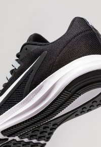 Nike Performance - DOWNSHIFTER 9 - Hardloopschoenen neutraal - black/white/anthracite/cool grey - 2