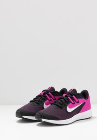 Nike Performance - DOWNSHIFTER 9 - Hardloopschoenen neutraal - black/white/active fuchsia - 3