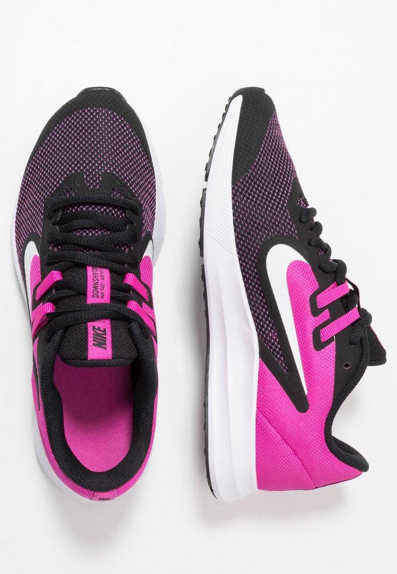 Nike Performance - DOWNSHIFTER 9 - Hardloopschoenen neutraal - black/white/active fuchsia