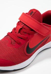 Nike Performance - DOWNSHIFTER 9  - Obuwie do biegania treningowe - gym red/black/university red/white - 2