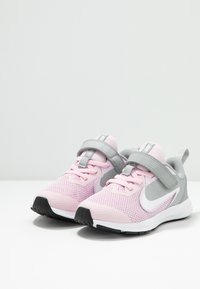 Nike Performance - DOWNSHIFTER 9  - Scarpe running neutre - pink foam/white/metallic silver/pure platinum - 2